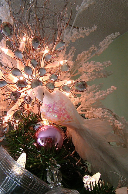 Pink accents Christmas tree!