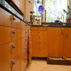 Modern Kitchen by General Hardwoods & Millwork, Inc.