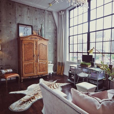 Industrial Living Room by cityhomeCOLLECTIVE