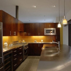 Modern Kitchen by Transforming Rooms
