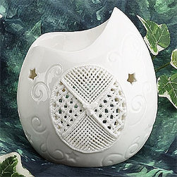 Artico - White Shell Shape Collectible Porcelain Oil Burner Aromatherapy Decor - This gorgeous White Shell Shape Collectible Porcelain Oil Burner Aromatherapy Decor has the finest details and highest quality you will find anywhere! White Shell Shape Collectible Porcelain Oil Burner Aromatherapy Decor is truly remarkable.