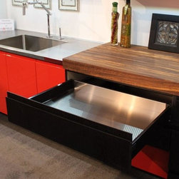 Contemporary Kitchen Display - Dutch Made Cabinetry