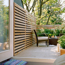 Contemporary Deck by Joel Loblaw Inc.