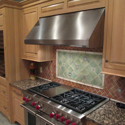 Lifestyle Kitchen Photos - Traditional kitchen showing the Maestrale wall hood