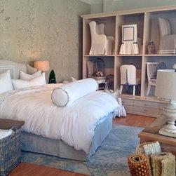 Quatrine Custom Furniture - Quatrine Dallas - Slipcovered Lauren Bed with custom bedding