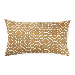 5 Surry Lane - Donetta Sussex Brown Barley Quatrafoil Pillow - The Moroccan quatrefoil is a timeless pattern and throw pillows are the easiest way to work with the design. Pick from two sizes and two chic colors to accent your sofa or bedding with style. The print plays well with other designs while adding a vibrant note to your home's aesthetic.