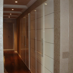 Closet doors Miria collection in high gloss finish - Closet door from MIRIA collection, in high gloss white finish with metal inserts in chrome, custom designed and crafted in Italy