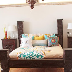 Indian Bed - Low Pillar bed made in India made out of Sheesham wood and hand-carved with intricate floral details. Pillars are inspired by rajasthanian castles located in the north of India. CA king Size. free shipping