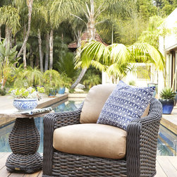 South Hampton Outdoor Swivel Glider Lounge Chair & Accent Table -