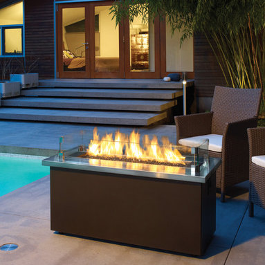 Regency Plateau Coffee Firetable - Regency's versatile firetables are perfect for outdoor entertaining. Available with a Stainless Steel or Sunset Bronze UV rated powder coated top, you can further customize the coffee fire table with the choice of multiple firebed options.