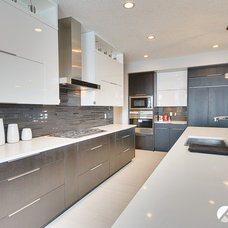 Contemporary Kitchen by Kanvi Homes