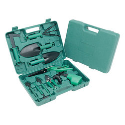 Ruff & Ready - Ruff & Ready 10-piece Garden Tool Set - This Rough & Ready 10-piece garden tool kit has everything for garden lovers to create a prize winning flower bed or garden. The tool kit features a handy and rugged carry case.