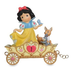 Precious Moments - Precious Moments Disney Birthday Figurine: Snow White in 1st Birthday - The story of Snow White is a special joy, just like the 1st birthday of a little princess!