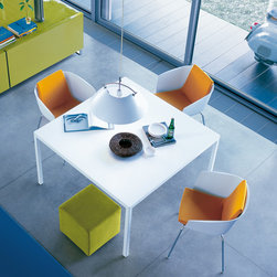 Poliform Trevi table - A collection of tables characterized by ephemeral thickness designed by Roberto Barbieri.