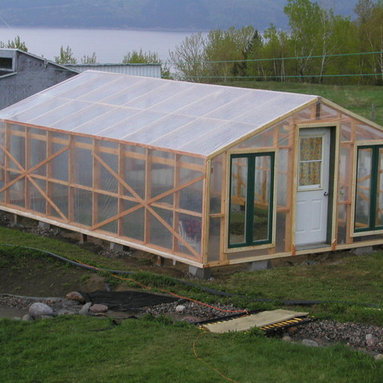 Greenhouse with Polyethylene Cover - http://www.usa-gardening.com