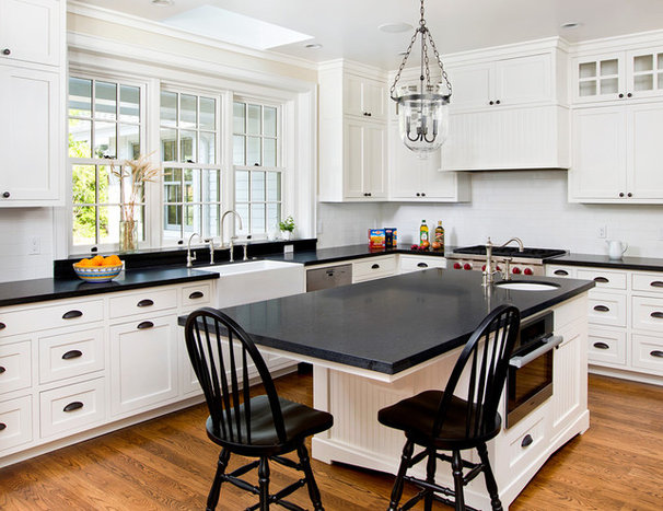 Traditional Kitchen by Duxbury Architects