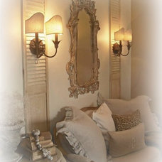 Bedroom by The French Nest Co. Interior Design