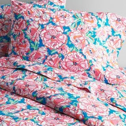 Lilly Pulitzer - Lilly Pulitzer Perfectly Printed Percale Bedding - Double - Flat - Lucky Charm F - An instant island remake for the bed, Lilly Pulitzer's tropical bedding in pure combed long-staple Egyptian cotton is so bright and fun. 200 thread count. Fitted sheet is fully elasticized for a better fit. By Lilly Pulitzer Home exclusively for Garnet Hill.