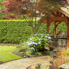 traditional landscape by Alderwood Landscaping