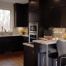 Modern Kitchen by DeniseGiannaDesigns