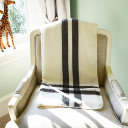Oliver B - Peruvian Whtie Alpaca Blanket - Wrap yourself up in luxury with an all-natural alpaca blanket. Renowned for its softness, this blanket provides the perfect way to curl up in your favorite chair or on the couch. Large enough to be used on a queen-size bed, it can also be used in the kids' room to provide an extra layer of comfort.