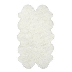 nuLOOM - nuLOOM Hand-tufted Faux Sheepskin Quarto Pelt White Shag Rug (3.6' X 6') - Material: 100% Polyester