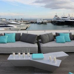 l'art de vivre - Escapade Sofa and Tarmac cocktail table