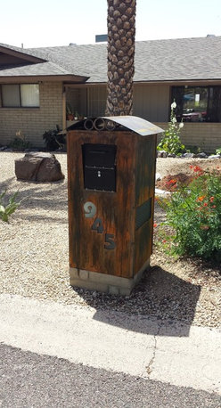 Black Bull Fabrications - Rustic mailbox enclosure. Frosted glass numbers w/light