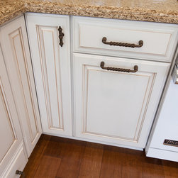 Dynasty, Lynnville, Maple, Opaque, Pure White - Dynasty by Omega cabinetry in the Lynnville door style, Maple/Opaque wood with a Pure White finish.