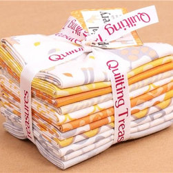 Fat Quarter fabric bundle animal orange Quilting Treasures - fabric bundle with 11 fabric pieces from the collection 'Special Delivery' by Studio 8