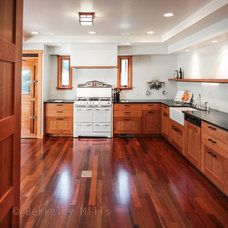 Traditional Kitchen by Berkeley Mills