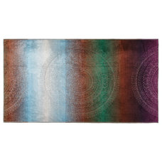 Contemporary Beach Towels by Kassatex