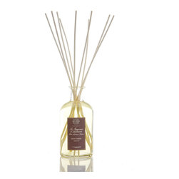 Green Fig Diffuser 500 ml. - Wound through with appetizing notes of a well-kept Mediterranean kitchen garden in the dawn of the summer, the oil which fills the Green Fig Diffuser sends touches of sweet wild fig, a breath of cut grass, and a complementing bouquet of fruits and flowers up the cluster of slender sticks that rest in the glass bottle's mouth. This reed diffuser accents its fruit-orchard scent with sandalwood and violets.