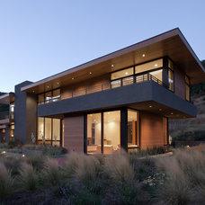 Modern  by Huettl Landscape Architecture