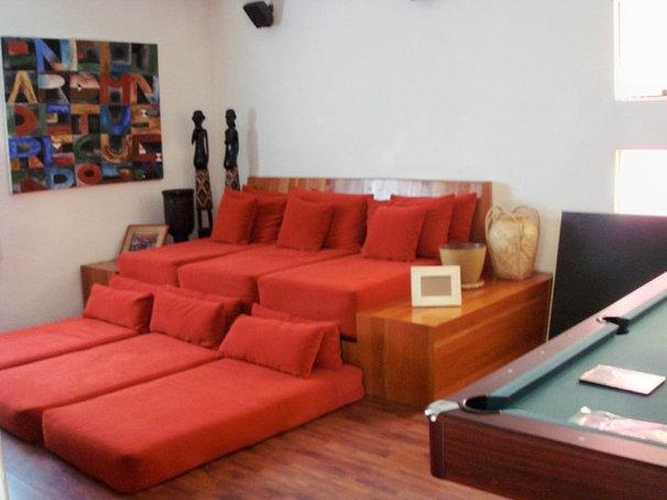 Contemporary Family Room by anaranja