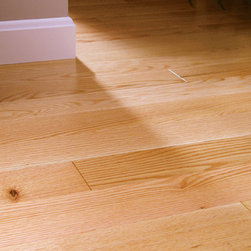 Red Oak Clear Solid or Engineered - © Maine Traditions / Kennebec Lumber