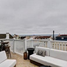 Contemporary Deck by White Sands Coastal Development