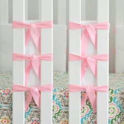 Oliver B - Oliver B 20-Pack Ventilated Slat Bumpers in White/Pink - This slat bumper set offers the protection of a standard bumper while allowing airflow ventilation in and out of the crib. This helps to create a ventilated environment and creates a stylish look, too.