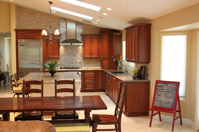 Traditional Kitchen by ReStyle Group