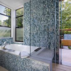 Modern Bathroom by John Lum Architecture, Inc. AIA