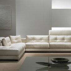 Modern Sofas by Casa Spazio