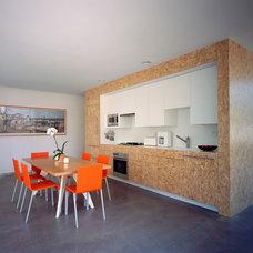 Modern Kitchen by Deborah Richmond Architects