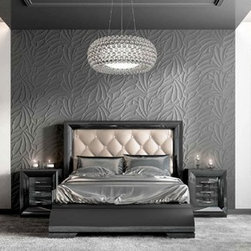 Sophie collection. Queen bed. - Queen bed. Nightstand with 2 drawers with soft closed and classic legs..