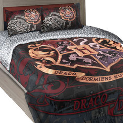 The Northwest Company - Harry Potter Twin-Full Comforter Set House Motto Bedding - FEATURES: