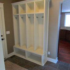 Traditional Entry by Meadow Ridge Builders, LLC