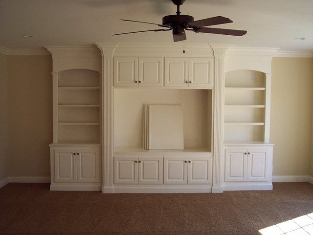 Traditional Basement by Louisvillewoodwork