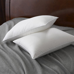 Famous Maker - Famous Maker 230 Thread Count Firm Down Alternative Pillow - Add comfort to your night sleep with the Famous Maker down alternative pillow. Featuring a 230 thread count, this pillow is made from a 50-percent cotton and 50-percent polyester cambric shell filled with hypoallergenic 100-percent polyester fill.