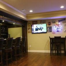 Traditional Home Bar by Creating Space, Inc.