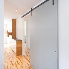 Modern Kitchen by ETCHBUILT