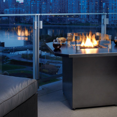 Regency Plateau PTO28CIT Outdoor Gas Firetable - Regency Fireplace Products expands its Outdoor Fire Table offering with the new Plateau™ City Table. The new 36-inch table top is available in either Iron Grey or Stainless Steel giving consumers more options for smaller outdoor spaces in a contemporary design. You can further customize the fire table with the choice of multiple firebed options.
